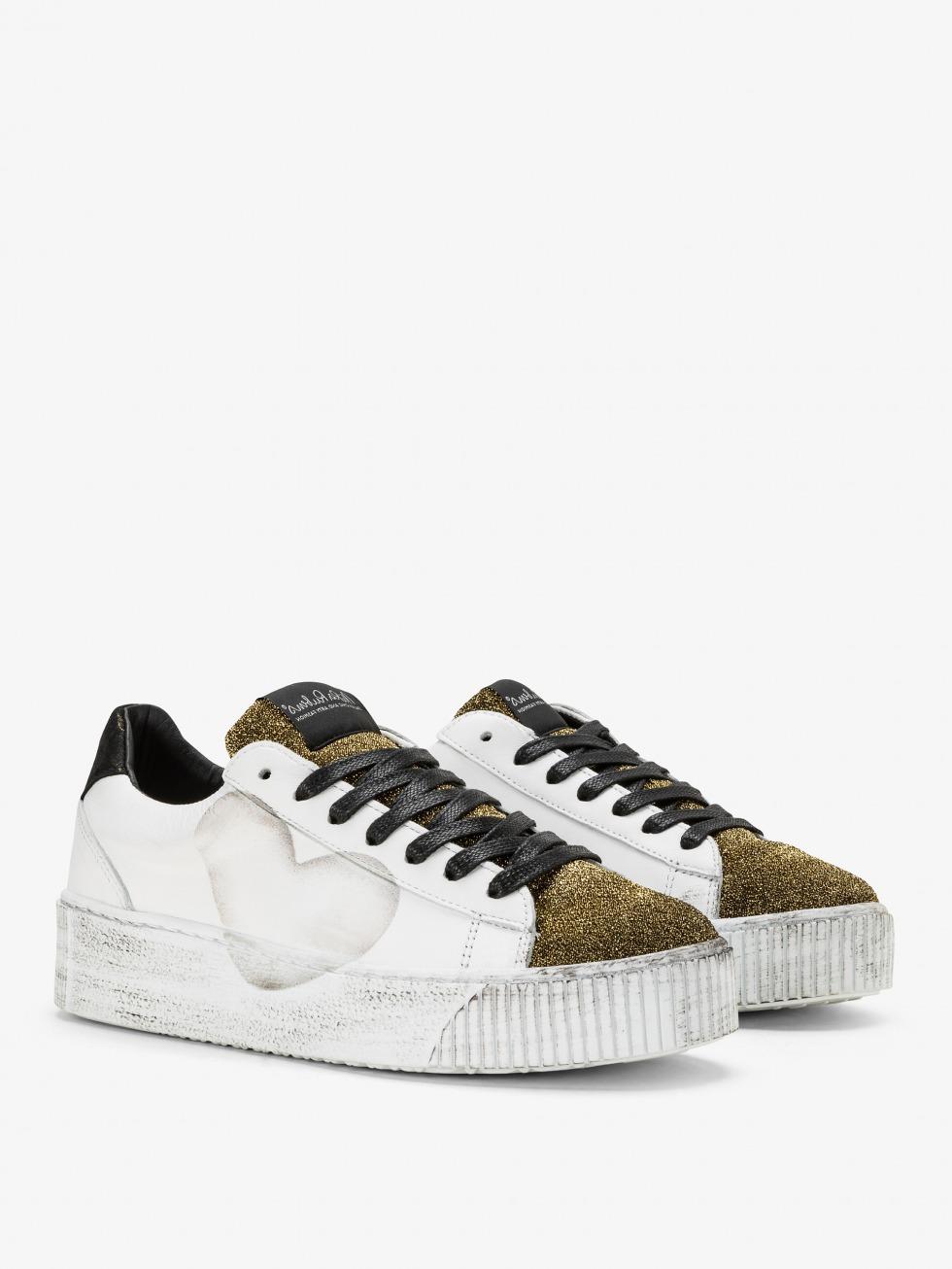 Cosmopolitan Sneakers - Glam Gold Heart